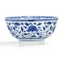 10. rare bol en porcelaine bleu blanc de style ming marque et époque yongzheng |