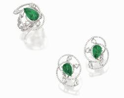 1014. emerald and diamond ring and pair of matching ear clips