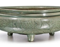 1770. a large 'longquan' celadon-glazed tripod censer and a cover ming dynasty  