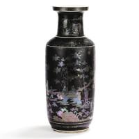 8. très rare vase rouleau en porcelaine laquée noire incrustée de nacre, d'or et d'argent dynastie qing,époque kangxi |