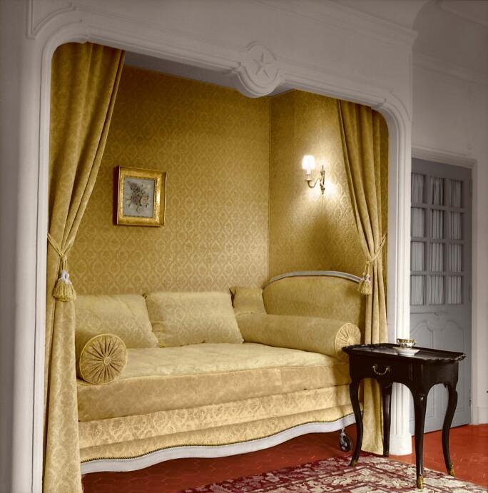 dior-and-his-decorators-yellow-interior.jpg