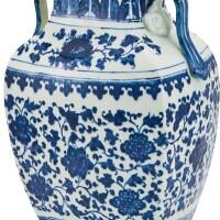 17. 清十八世紀 青花纏枝花卉紋雙耳方瓶 |