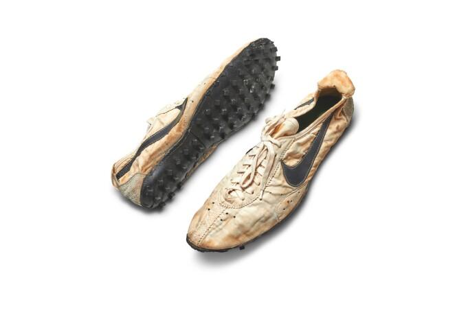 В Нью-Йорке пару кроссовок Nike продали за рекордные $437 тысяч 02