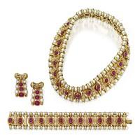 132. 紅寶石配養殖珍珠及鑽石首飾套裝, 寶格麗(bulgari)