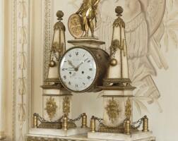 25. pendule portique monumentale en marbre blanc et bronze doré d'époque louis xvi, le cadran signé robin / hgerdu roy
