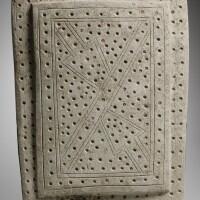 8. plaque cérémonielle en pierreculture valdivia3000-2000 av. j.-c. |