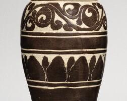 510. a rare 'cizhou' brown-glazed sgraffiatomeiping jin dynasty |