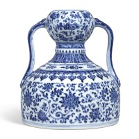 3306. an extremely rare blue and white double-gourd flask seal mark and period of qianlong |