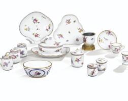 35. ensemble de porcelaines de vincennes et sèvres du xviiie siècle