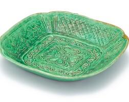 321. 遼 綠釉印花紋倭角方盤  