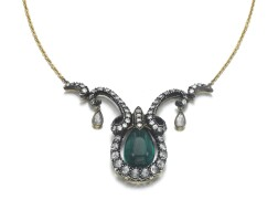 39. emerald and diamond pendent necklace