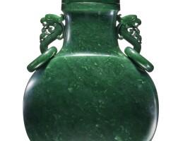 21. 清十八世紀 碧玉雕夔龍耳活環龍鈕抱月瓶  
