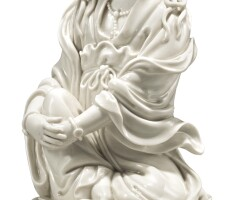283. a 'dehua' figure of a seated guanyin qing dynasty, late 17th century / early 18th century