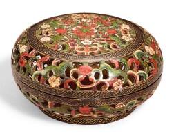 3637. 清雍正 彩漆鏤空花卉紋熏盒 《雍正年製》款  