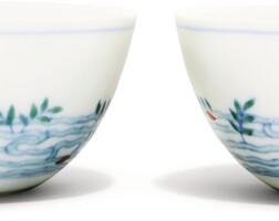 1. 清十八世紀 鬪彩落花流水游魚紋盃一對 《慶宜堂製》款