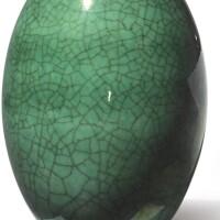 1015. 清十八 / 十九世紀 綠釉罐 |