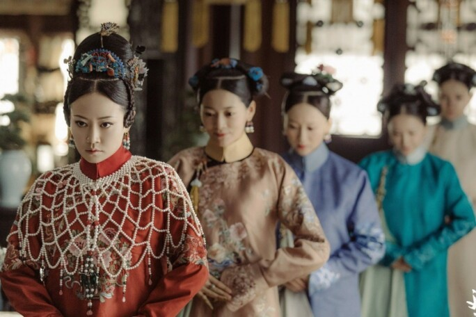 """Popular imperial court drama """"The Story of Yanxi Palace"""" painstakingly reproduced the hair accessories and the styles of the Qing dynasty..jpg"""
