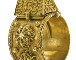 9. a continental gold marriage ring