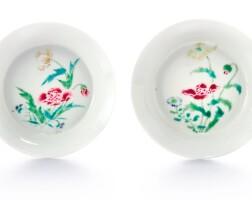 43. 清雍正 粉彩花卉紋小盤一對 《大清雍正年製》款 |