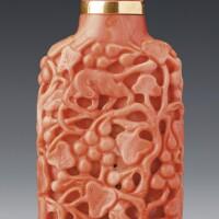 98. 清十八 / 十九世紀 珊瑚透雕「松鼠葡萄」鼻煙壺