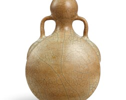 3615. a rare ge-type garlic-mouth moonflask ming dynasty |