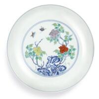 3613. 清雍正 鬪彩牡丹彩蝶圖盤 《大清雍正年製》款 |