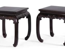 101. 清十九世纪 紫檀如意紋方凳一對