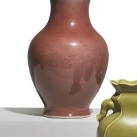 1026. 清十九世紀 紅釉瓶  
