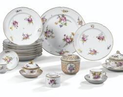 36. ensemble de porcelaines françaises du xviiie siècle