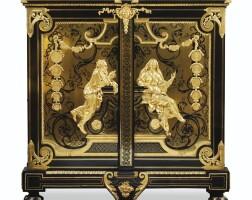 42. deux importantes armoires à médailles formant paire en marqueterie en contrepartie d'écaille et de laiton et monture de bronze doré, l'une par l'atelier d'andré-charles boulle, vers 1720-1730,et probablement restaurée par jean-faizelot delorme, l'autre vers 1760-1770