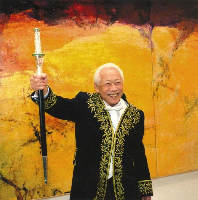 ZAO WOU-KI AT GALERIE NATIONAL DU JEU DE PAUME WITH HIS ACADEMICIAN'S SWORD, 26 NOVEMBER 2003 .jpeg