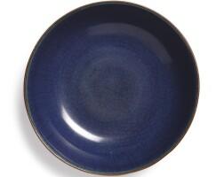 114. 十七世紀 藍釉臥足盤 |