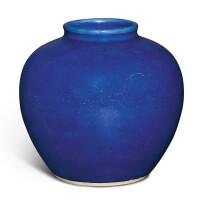 48. 清十九世紀 藍釉唇口罐 |