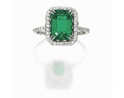 885. emerald and diamond ring