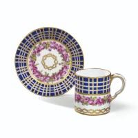 29. gobelet litron et sa soucoupe en porcelaine tendre de sèvres du xviiie siècle, datés 1780