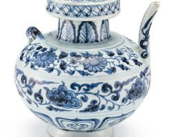 339. 元十四世紀 青花貼蝦纏枝花卉紋執壺  