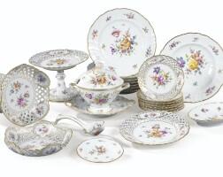 14. service de table en porcelaine dans le style de meissen du xixe siècle
