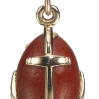 430. a gold-mounted purpurine egg pendant, erik kollin, st petersburg, 1899-1904