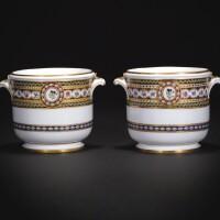 18. 塞夫爾軟瓷玻璃冰鎮桶兩件,屬於阿圖瓦伯爵夫人一套餐具或為其製造 1789年 |