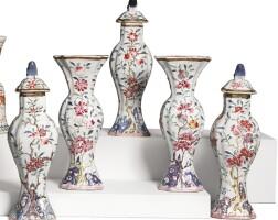 1513. 清十八世紀 粉彩牡丹紋五供 |