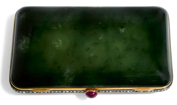 Gold and nephrite cigarette case by Friedrich Luttenberger Vienna