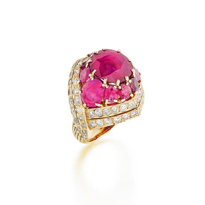 Sterlé   Bague rubis et diamants   Anillo de rubíes y diamantes.