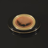 28. 玳瑁鑲黃金配壓花瑪瑙鼻煙盒,阿德里安-讓-馬克西米利安·瓦謝特製造,巴黎,1789年 | 玳瑁鑲黃金配壓花瑪瑙鼻煙盒,阿德里安-讓-馬克西米利安·瓦謝特製造,巴黎,1789年