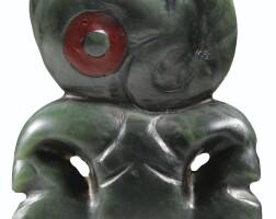 43. pendentif en néphrite, maori, nouvelle-zélande