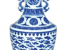 26. 清十八至十九世紀 青花團壽雲蝠雙龍耳撇口瓶 |