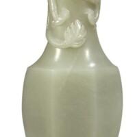 1524. 十九 / 二十世紀 青白玉雕趕珠龍紋六方扁瓶 |