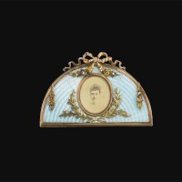 91. 瑪麗亞·費奧多羅芙娜皇太后贈禮:皇家法貝熱黃金配琺瑯相架 工匠約翰·維克托·阿爾內,聖彼得堡 1899-1900年 |