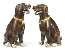 37. 清十九世紀 茄皮紫彩陶犬一對