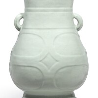 3640. a fine and large archaistic guan-type handled vase, hu seal mark and period of yongzheng