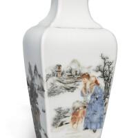 1511. 民國 粉彩西洋人物圖方瓶 |